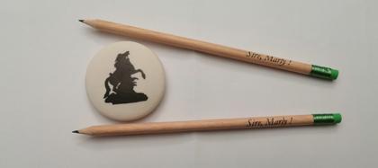 Crayon de papier Sire Marly et gomme cheval de Coustou (6 cm)