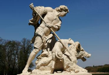 Sculpture mélagre chassant le sanglier